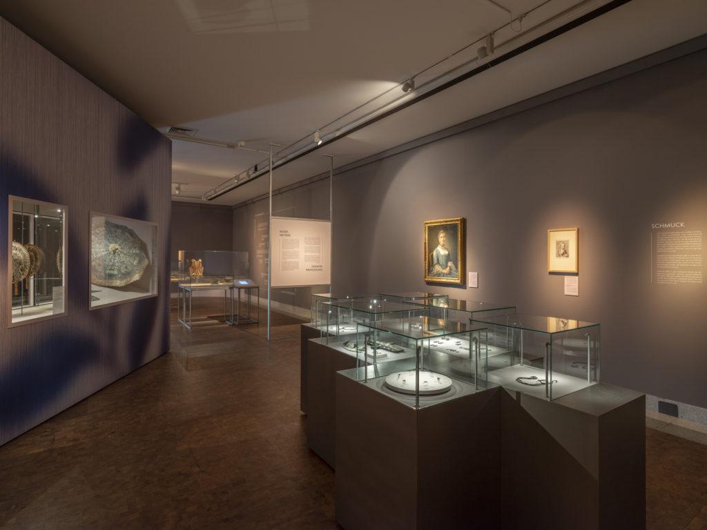 Luxus in Seide. Mode des 18. Jahrhunderts