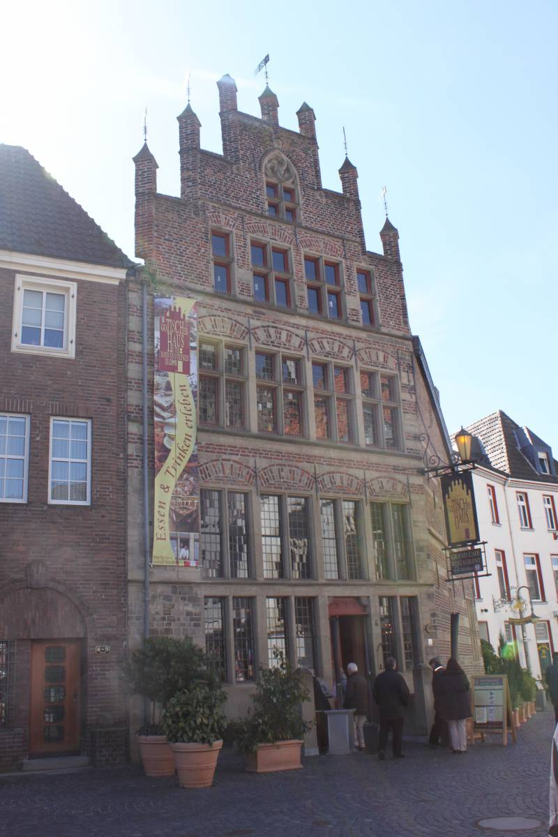 Marktpumpe Pumpennachbarschaft Gotisches Haus museum